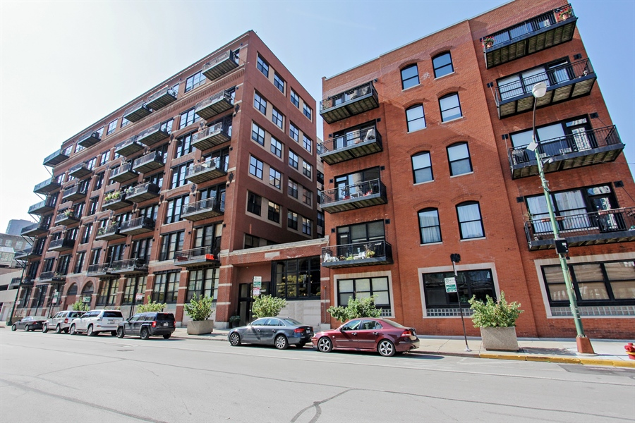 Real Estate Photography - 226 N Clinton, Unit 304, Chicago, IL, 60661 - Front View