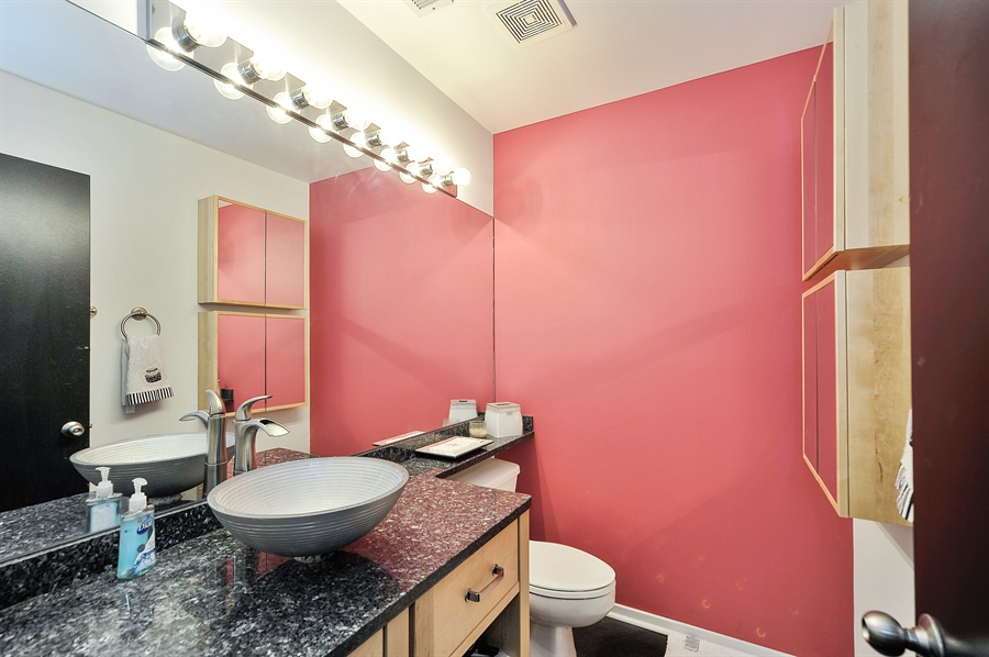 Real Estate Photography - 616 W Fulton, Unit 513, Chicago, IL, 60661 - 2nd Bathroom