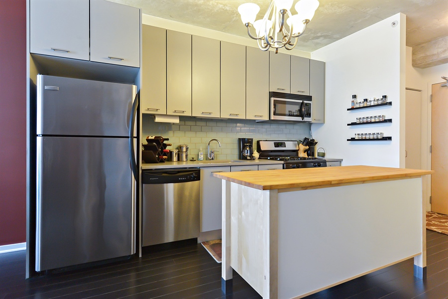 Real Estate Photography - 659 W Randolph, Unit 1215, Chicago, IL, 60661 - Kitchen
