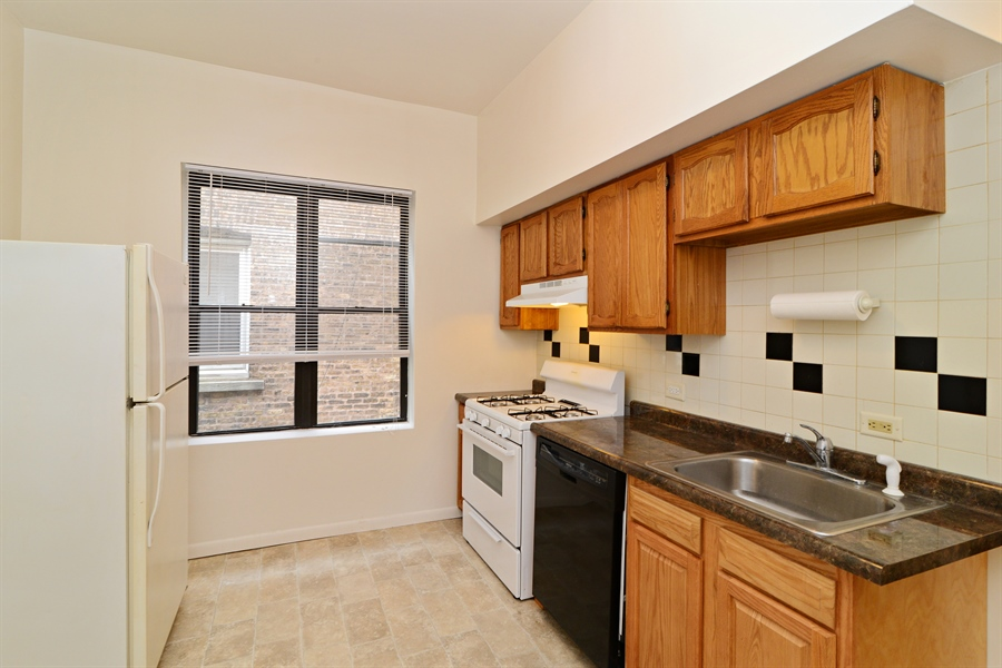 Real Estate Photography - 2245 N Western, 2F, Chicago, IL, 60647 - Kitchen