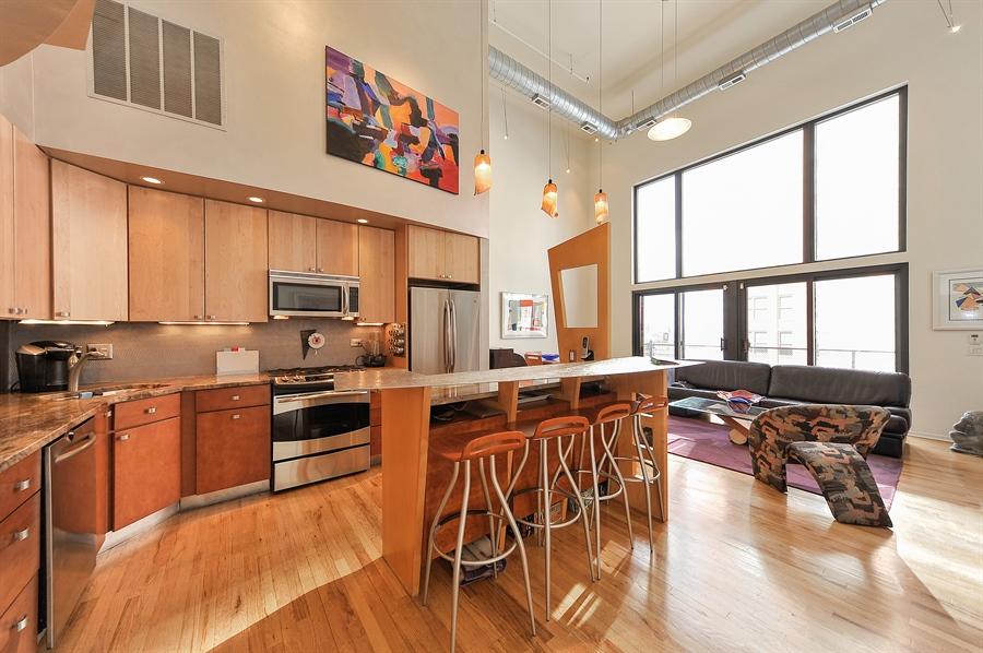 Real Estate Photography - 616 W Fulton, Unit 705, Chicago, IL, 60661 - Kitchen