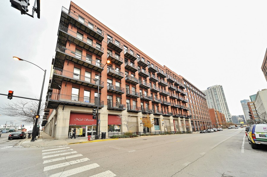 Real Estate Photography - 616 W Fulton, Unit 705, Chicago, IL, 60661 - Front View