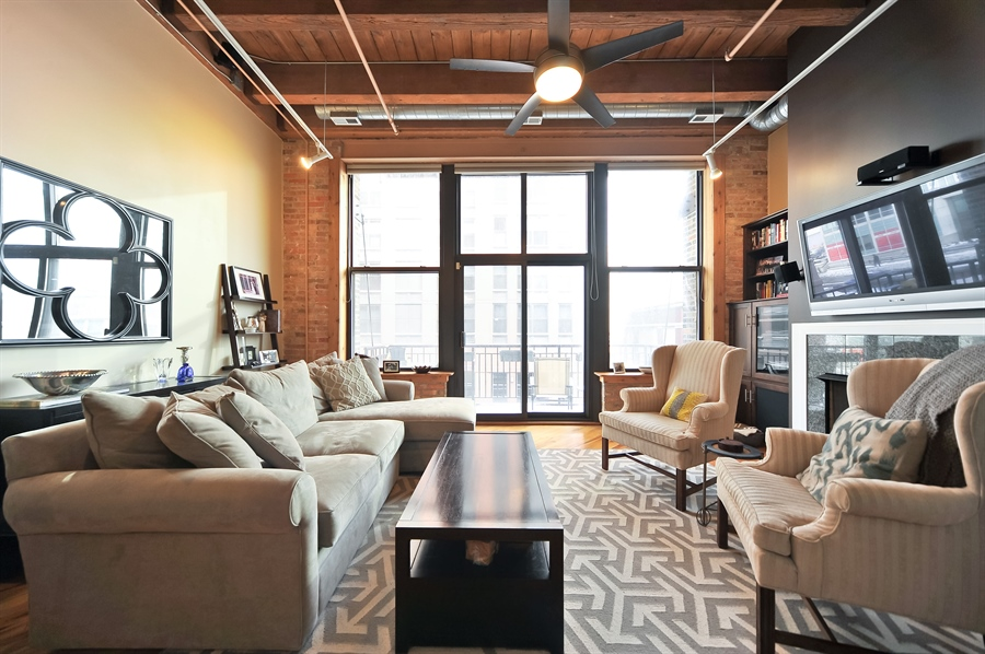 Real Estate Photography - 616 W Fulton, Unit 304, Chicago, IL, 60661 - Living Room