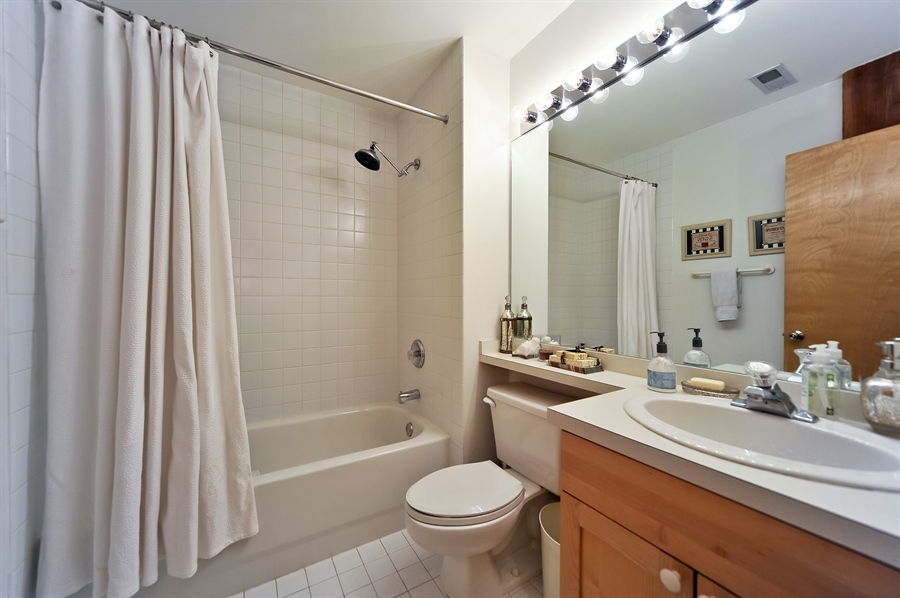 Real Estate Photography - 616 W Fulton, Unit 304, Chicago, IL, 60661 - 2nd Bathroom
