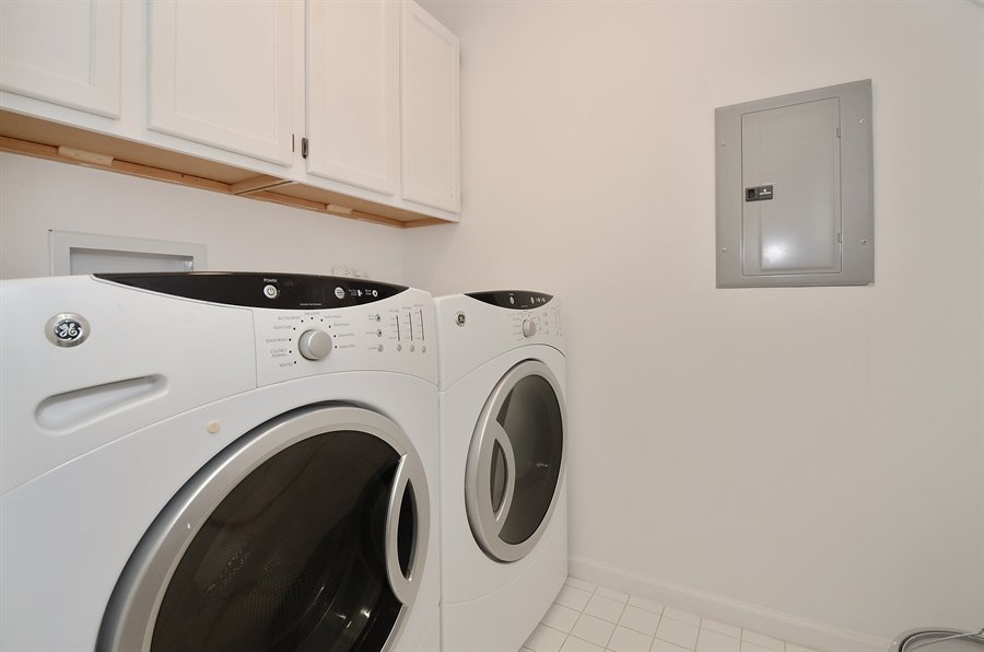 Real Estate Photography - 3645 N Wayne, Unit C, Chicago, IL, 60613 - Laundry Room