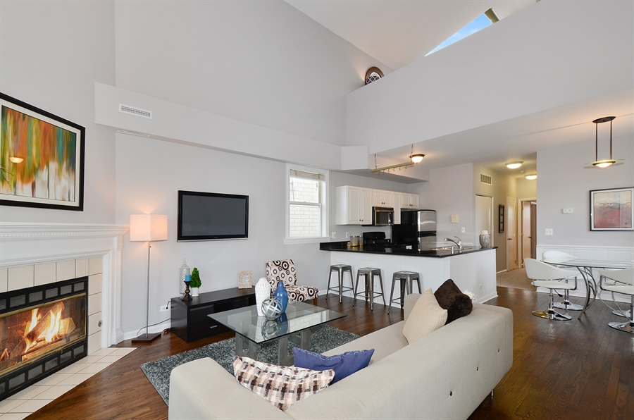Real Estate Photography - 3645 N Wayne, Unit C, Chicago, IL, 60613 - Kitchen / Living Room