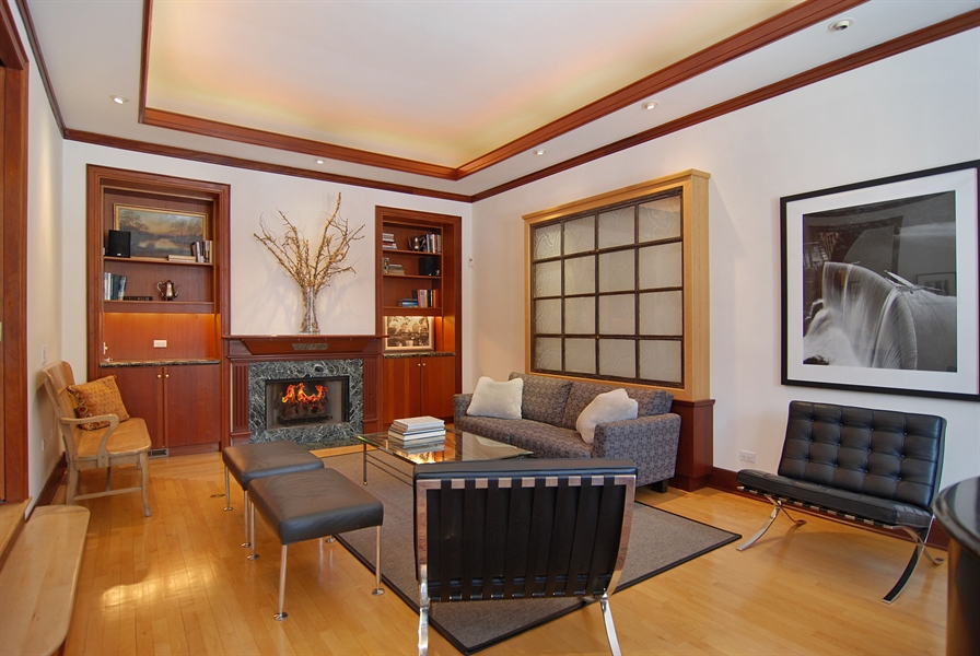 Real Estate Photography - 2136 N Magnolia, Chicago, IL, 60614 - Living Room