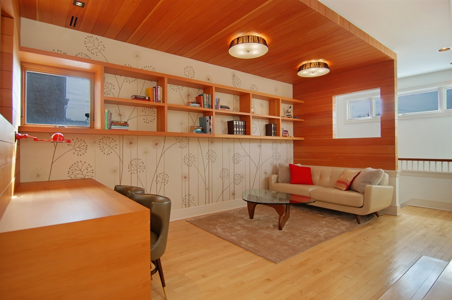 Real Estate Photography - 2136 N Magnolia, Chicago, IL, 60614 - Library