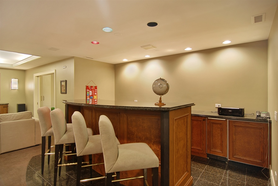 Real Estate Photography - 2136 N Magnolia, Chicago, IL, 60614 - Bar