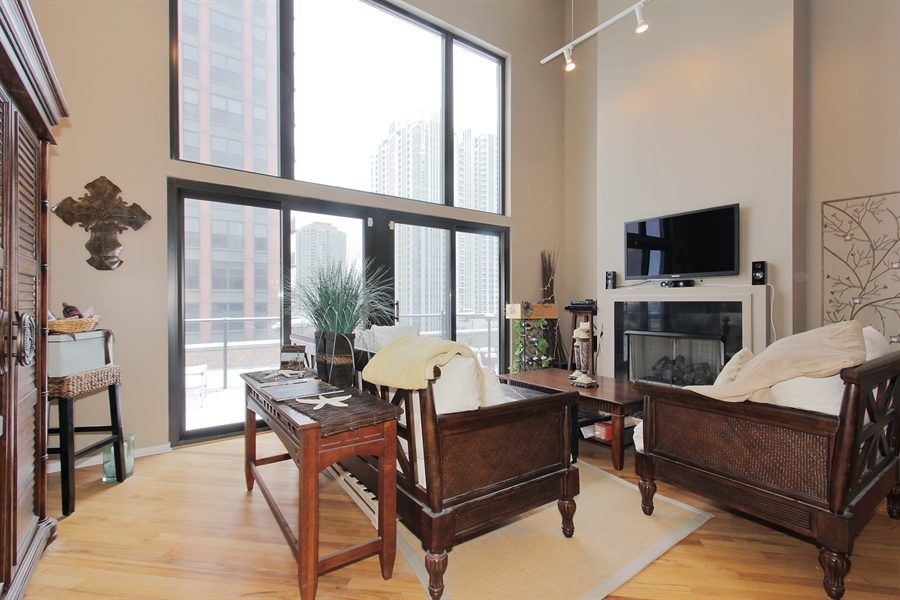 Real Estate Photography - 616 W Fulton, Unit 704, Chicago, IL, 60661 - Living Room