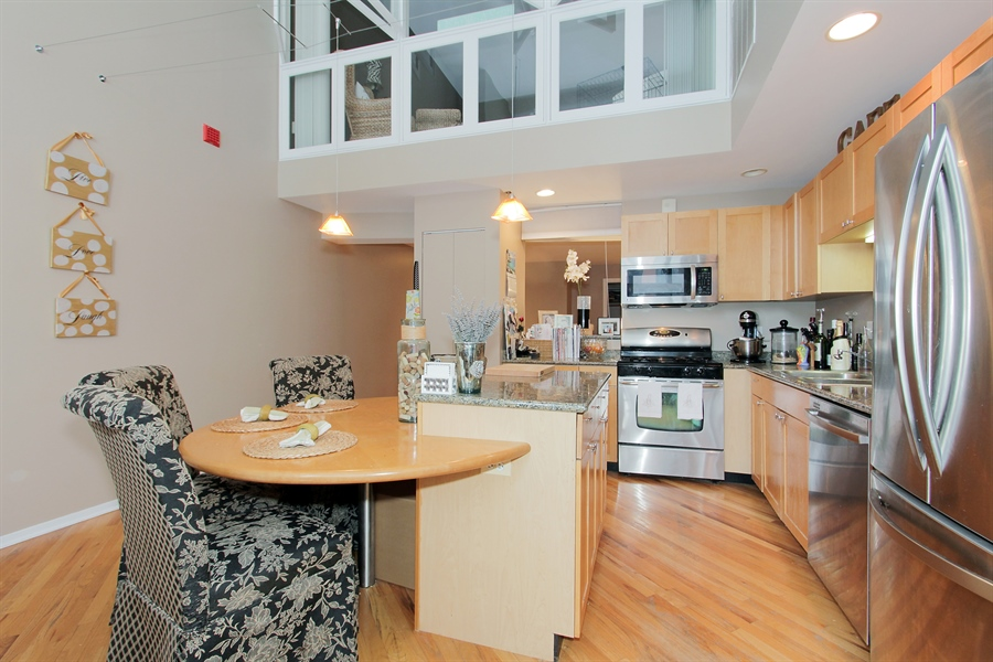 Real Estate Photography - 616 W Fulton, Unit 704, Chicago, IL, 60661 - Kitchen / Dining Room