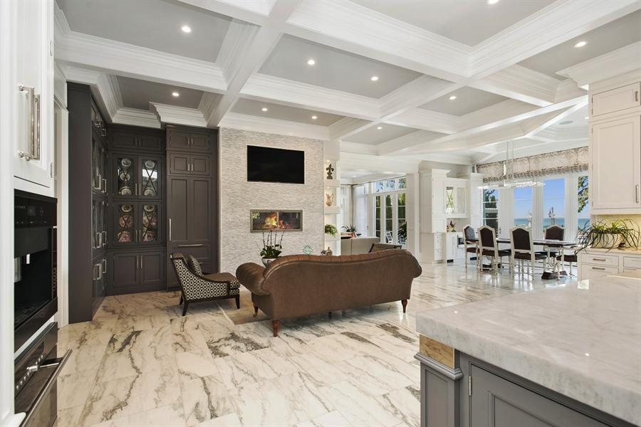 Real Estate Photography - 195 Sheridan Rd, Winnetka, IL, 60093 - Kitchen / Breakfast Room