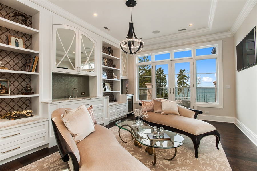 Real Estate Photography - 195 Sheridan Rd, Winnetka, IL, 60093 - Reading Room