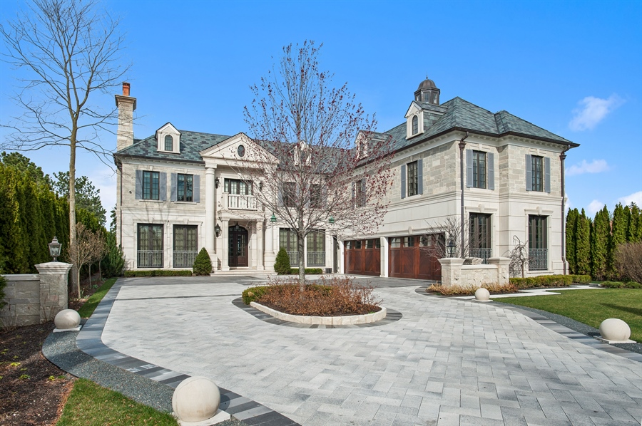 Real Estate Photography - 195 Sheridan Rd, Winnetka, IL, 60093 - Front View