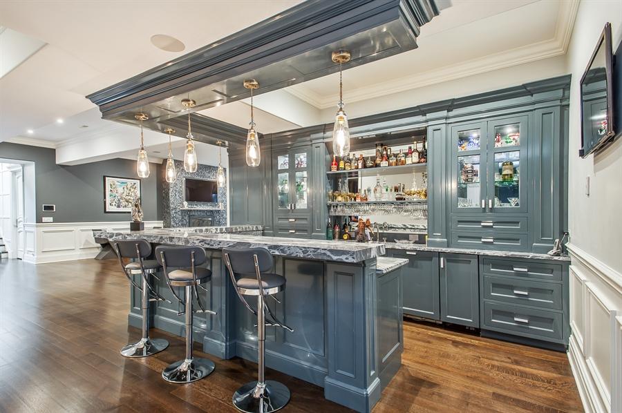 Real Estate Photography - 195 Sheridan Rd, Winnetka, IL, 60093 - Bar