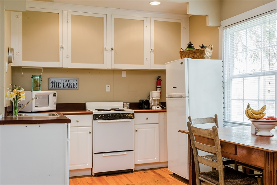 Real Estate Photography - 15657 Lake Shore Rd, #17, Union Pier, MI, 49129 - Kitchen