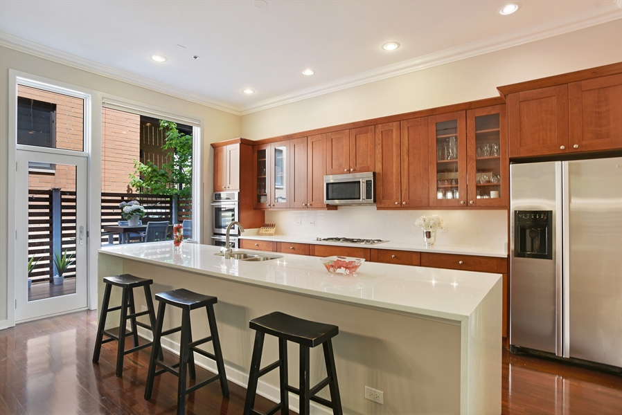Real Estate Photography - 2325 N Bosworth Ave, Chicago, IL, 60614 - Kitchen