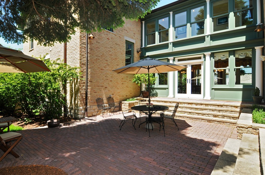 Real Estate Photography - 203 Dundee Avenue, Barrington, IL, 60010 - Courtyard