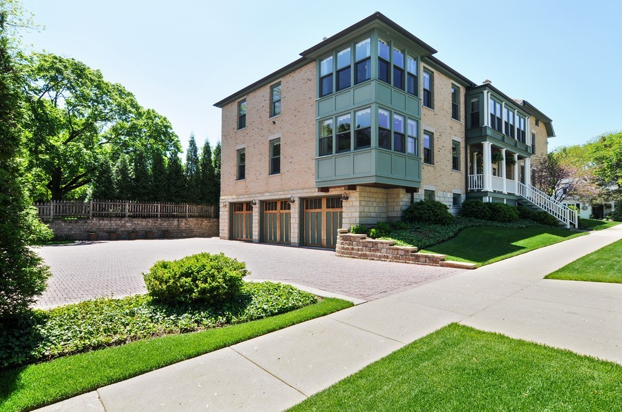 Real Estate Photography - 203 Dundee Avenue, Barrington, IL, 60010 - Side View