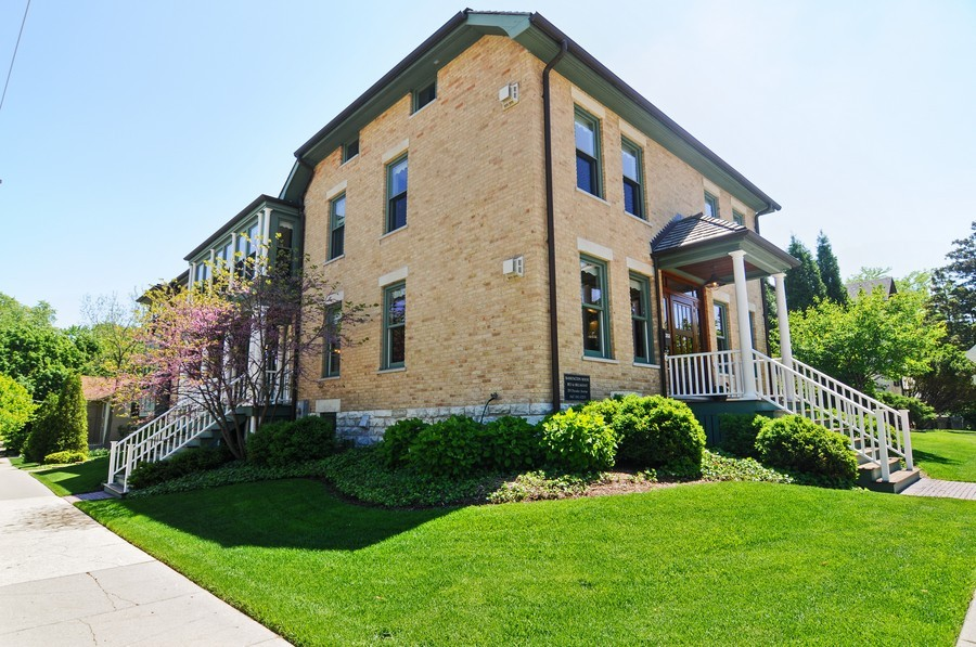 Real Estate Photography - 203 Dundee Avenue, Barrington, IL, 60010 - Front View