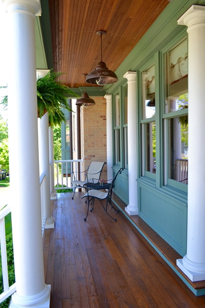 Real Estate Photography - 203 Dundee Avenue, Barrington, IL, 60010 - Porch