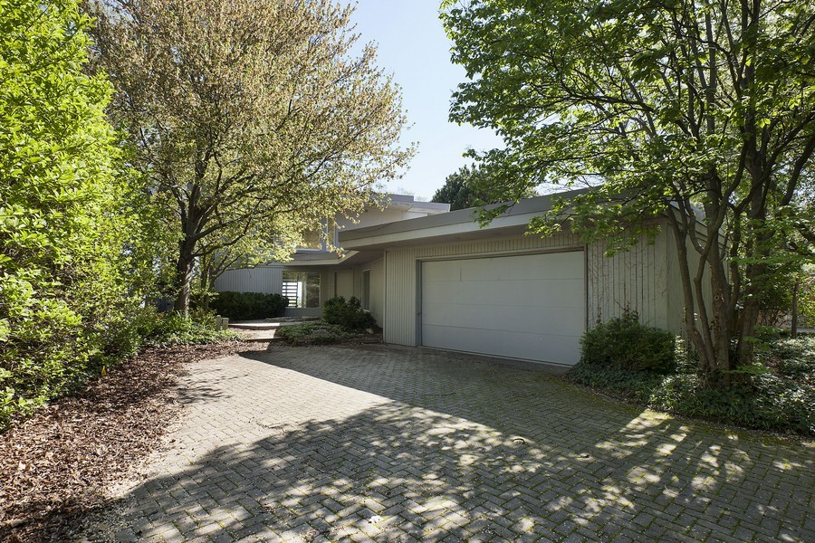 Real Estate Photography - 1160 Michigan, Wilmette, IL, 60091 - Front View
