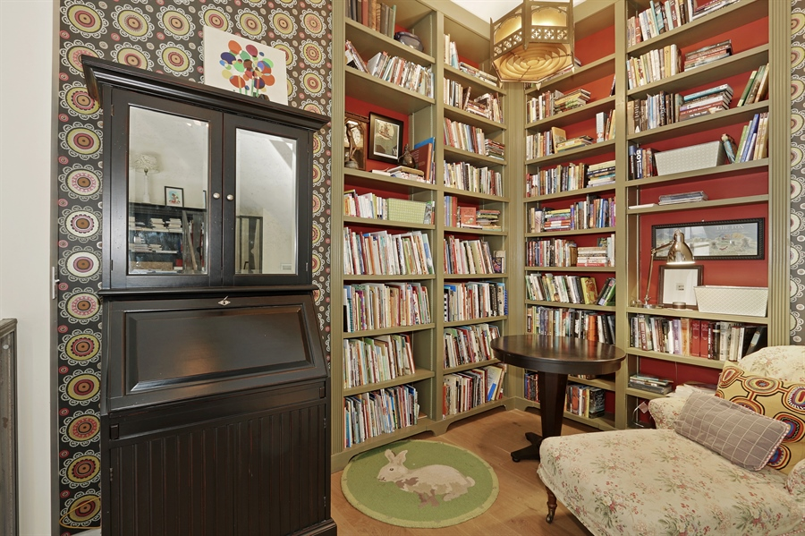 Real Estate Photography - 3030 W Cortland, Chicago, IL, 60647 - Library