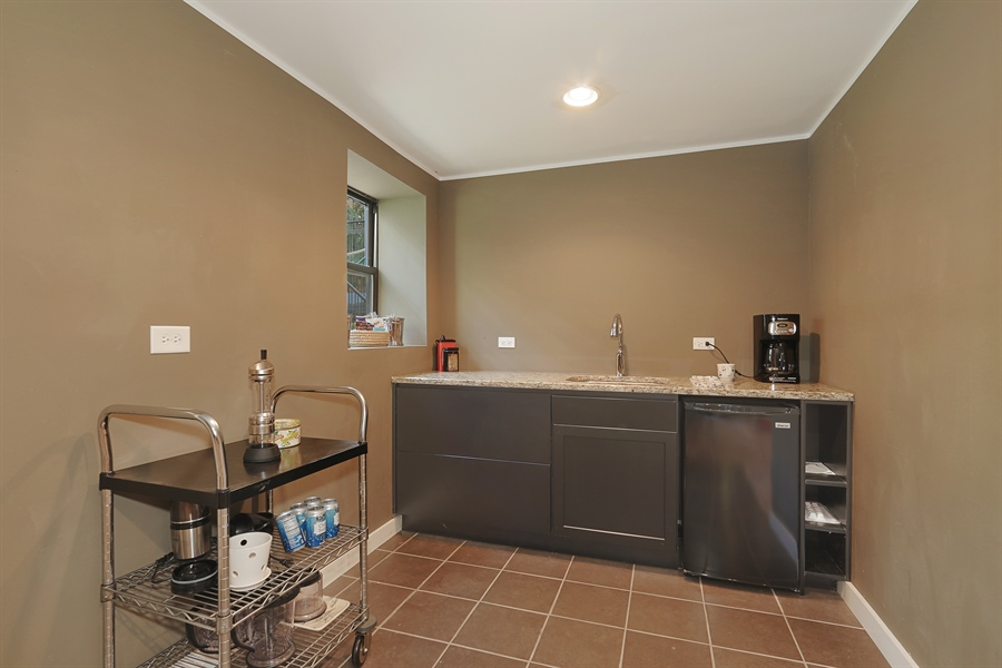 Real Estate Photography - 3030 W Cortland, Chicago, IL, 60647 - Wet bar