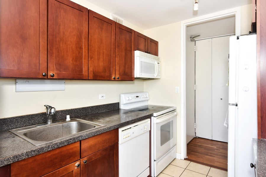 Real Estate Photography - 655 Irving Park Rd, Unit 4606, Chicago, IL, 60609 - Location 4