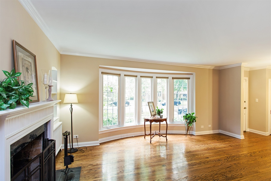 Real Estate Photography - 6626 N Sioux Ave, Chicago, IL, 60646 - Living Room