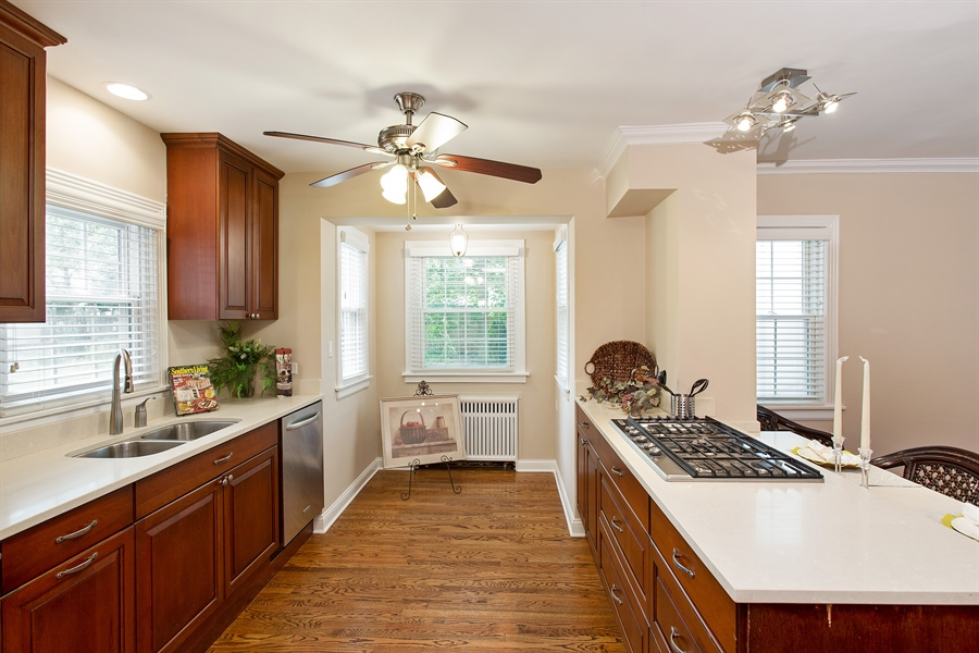 Real Estate Photography - 6626 N Sioux Ave, Chicago, IL, 60646 - Kitchen
