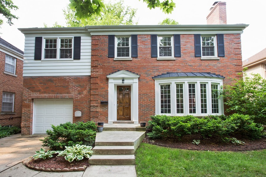Real Estate Photography - 6626 N Sioux Ave, Chicago, IL, 60646 - Front View