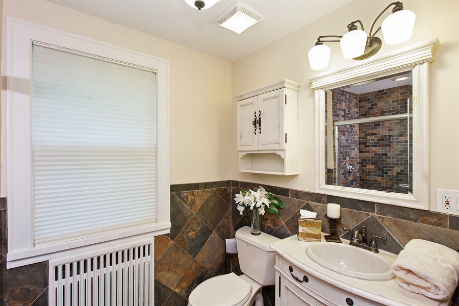 Real Estate Photography - 6626 N Sioux Ave, Chicago, IL, 60646 - Bathroom