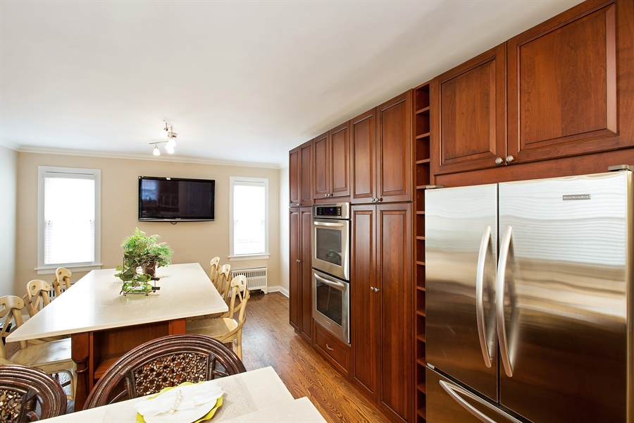Real Estate Photography - 6626 N Sioux Ave, Chicago, IL, 60646 - Kitchen / Dining Room