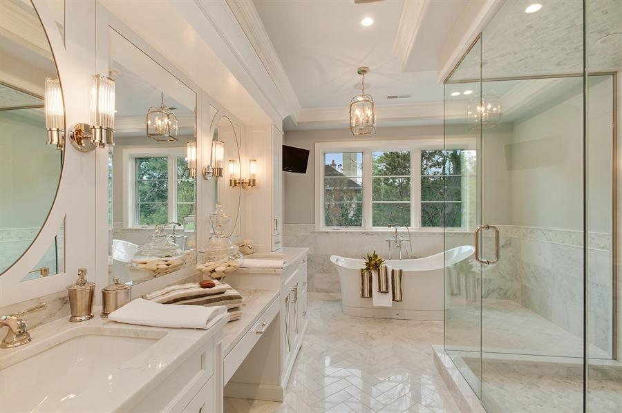 Real Estate Photography - 229 Essex Rd, Kenilworth, IL, 60043 - Master Bathroom