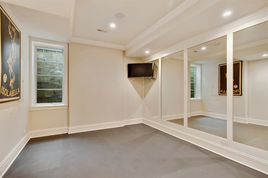 Real Estate Photography - 229 Essex Rd, Kenilworth, IL, 60043 - Exercise Room