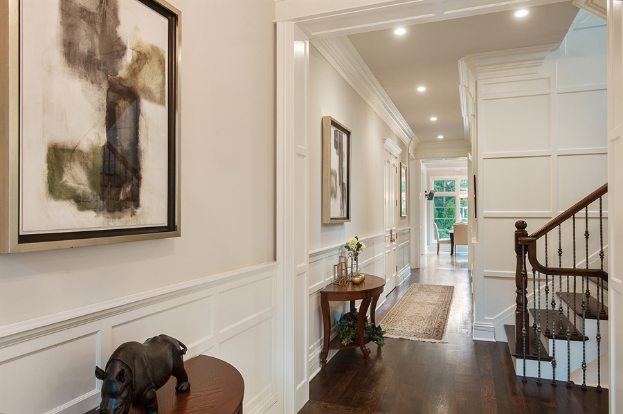 Real Estate Photography - 229 Essex Rd, Kenilworth, IL, 60043 - Foyer