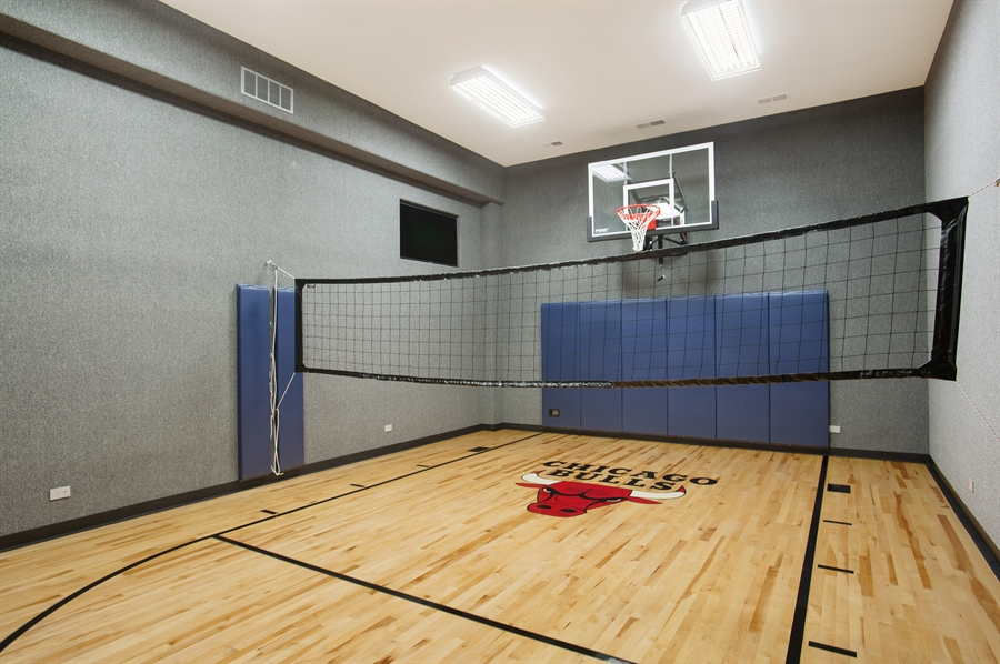 Real Estate Photography - 229 Essex Rd, Kenilworth, IL, 60043 - Basketball Court