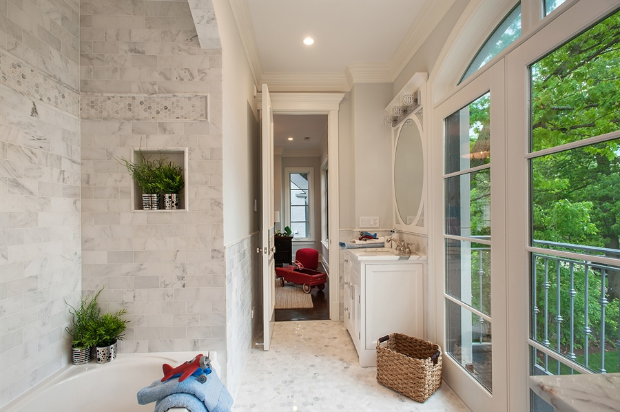Real Estate Photography - 229 Essex Rd, Kenilworth, IL, 60043 - 2nd Bathroom