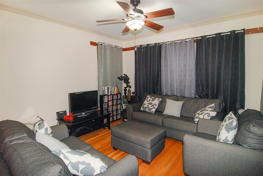 Real Estate Photography - 1609 S 61st Ave, Cicero, IL, 60804 - Living Room