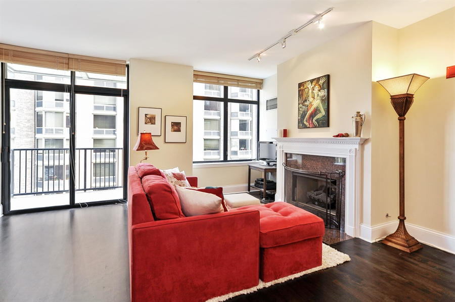 Real Estate Photography - 1122 N Dearborn, Unit 10D, Chicago, IL, 60610 - Living Room