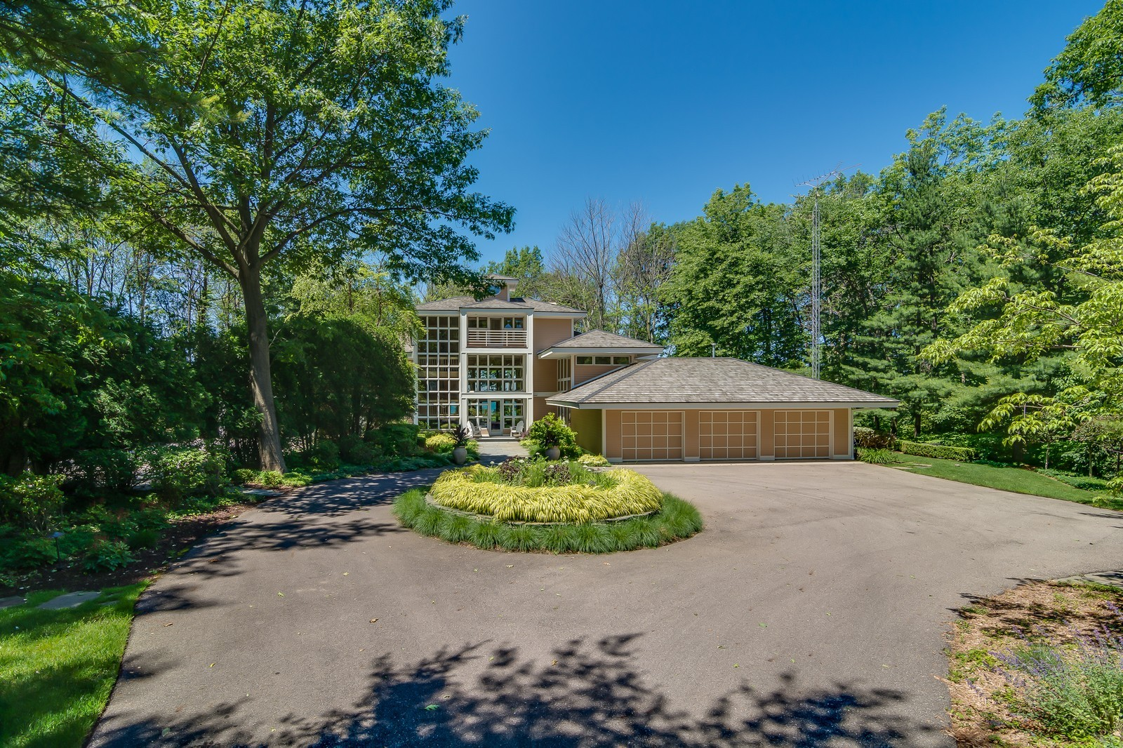 Real Estate Photography - 364 74th St, South Haven, MI, 49090 - Front View