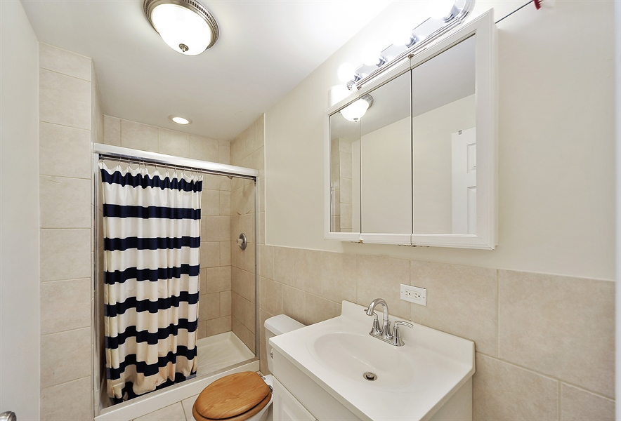 Real Estate Photography - 2310 W Monroe, Unit 2, Chicago, IL, 60612 - Master Bathroom