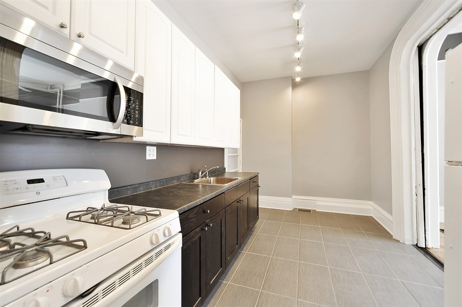 Real Estate Photography - 2310 W Monroe, Unit 2, Chicago, IL, 60612 - Kitchen