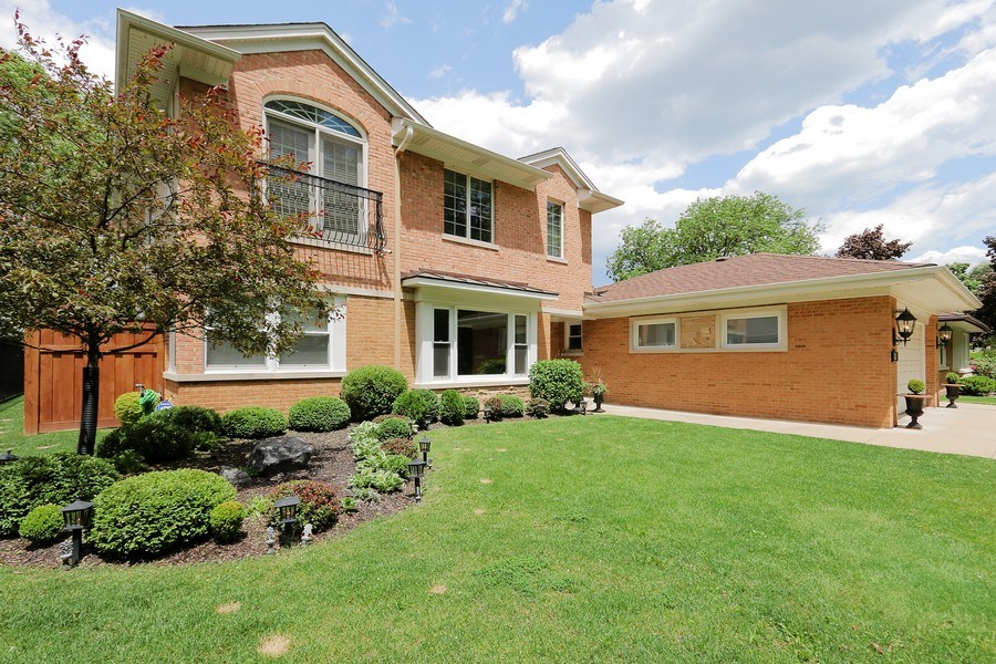 Real Estate Photography - 4508 W. Bryn Mawr, Chicago, IL, 60646 - Front View