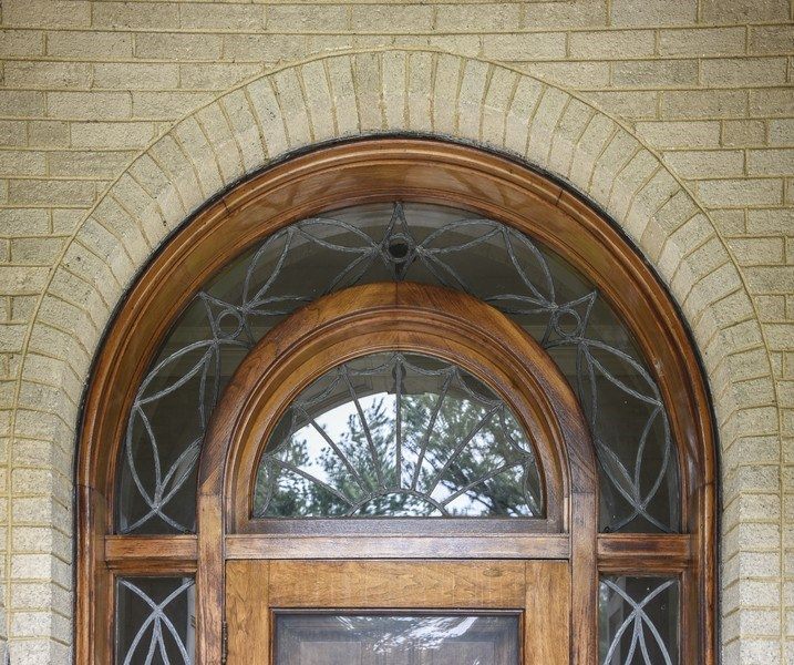 Real Estate Photography - 1020 Chestnut Ave, Wilmette, IL, 60091 - Entry with Lead Glass Detail