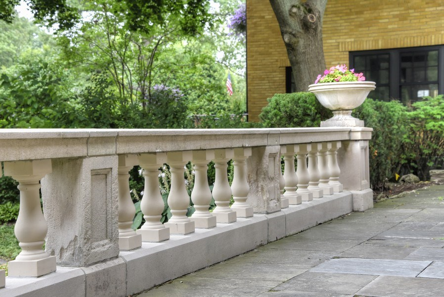 Real Estate Photography - 1020 Chestnut Ave, Wilmette, IL, 60091 - Front Terrace