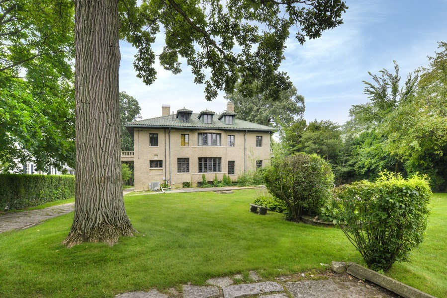 Real Estate Photography - 1020 Chestnut Ave, Wilmette, IL, 60091 - Exterior Rear
