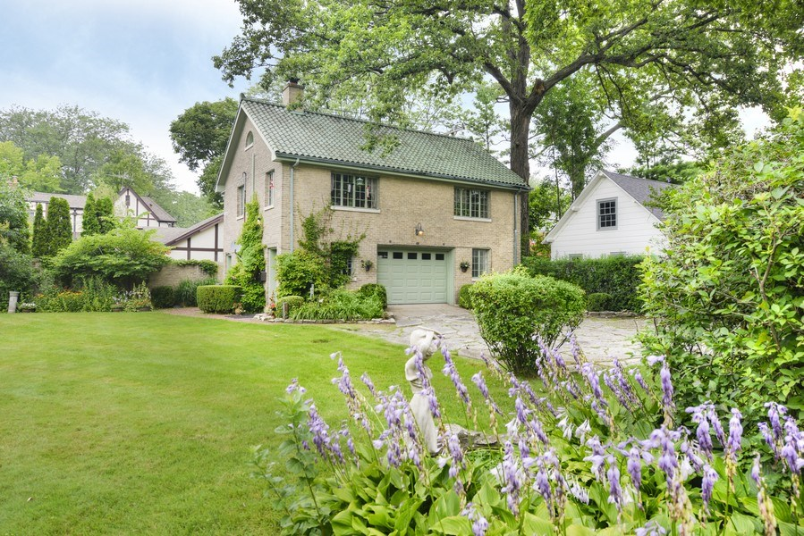 Real Estate Photography - 1020 Chestnut Ave, Wilmette, IL, 60091 - Coach House w/ 2 Car Garage