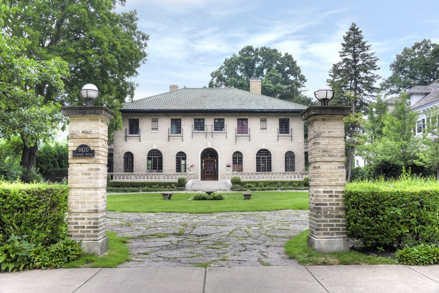 Real Estate Photography - 1020 Chestnut Ave, Wilmette, IL, 60091 - Front View